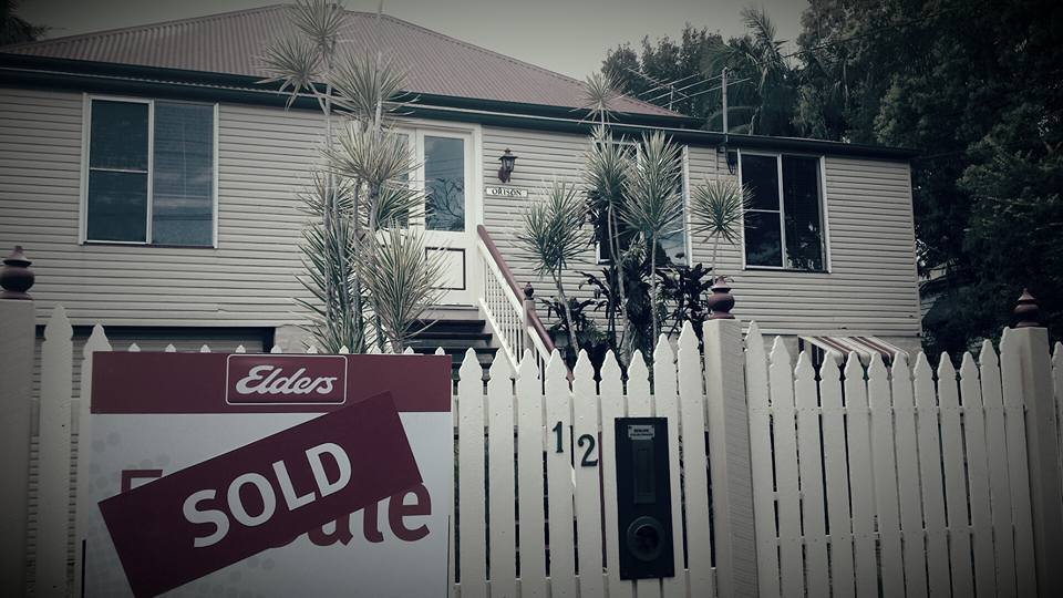 I'M SELLING MY HOUSE, DO I REALLY NEED A REAL ESTATE SIGNBOARD OUT THE FRONT?